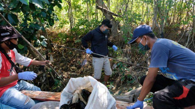 Bersih Sungai Lasem bersama Pemuda Desa Dasun